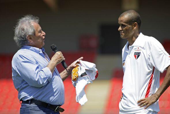 El presidente Juvenal Juvencio le dedicó unas palabras antes de darle la...