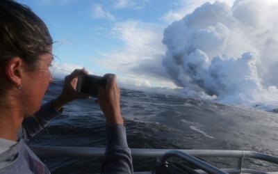 Las columnas de gases son sumamente tóxicas cuando la lava llega...
