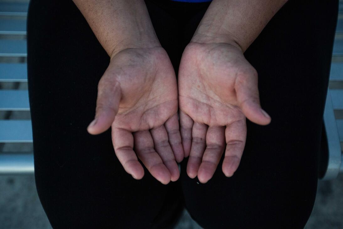 Verónica, 23, llegó de El Salvador hace dos años. Ya trabajaba en el cam...