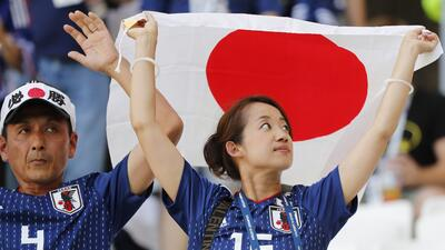 En fotos: los mismos colores, diferentes pasiones de los fans de Japón y Polonia