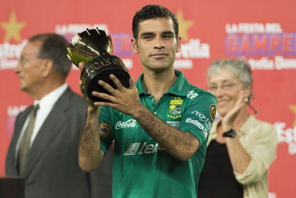 Rafa Márquez recibió el trofeo simbólico para el equipo perdedor, acompa...