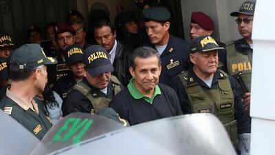 El expresidente de Perú Ollanta Humala es conducido desde este viernes h...