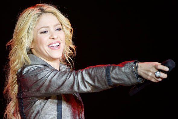 5.  Shakira anunció el fin de su relación con  Antonio de la Rúa a travé...