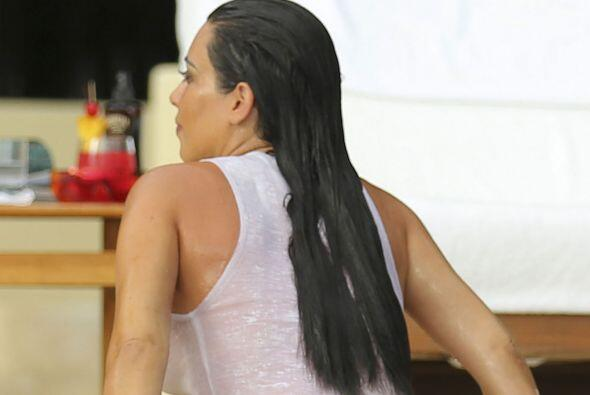 Kim es pura sensualidad.Mira aquí más videos de Chismes.
