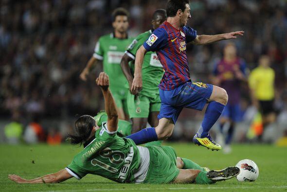 Barcelona seguía dominando y el conjunto visitante no cruzaba la mitad d...