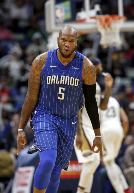 Marreese Speights impuso un récord personal con seis triples, incluidos...