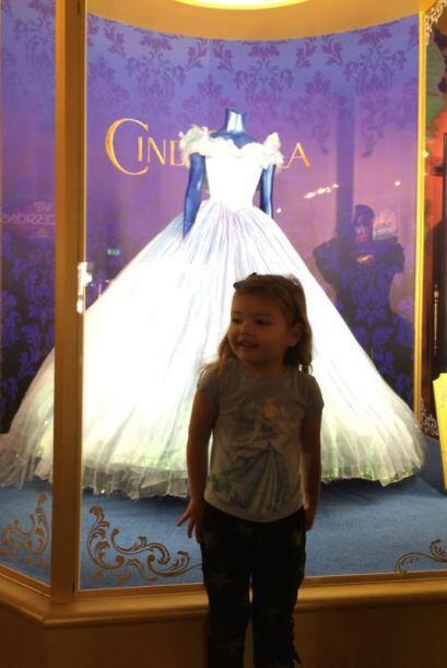 Y quien también quedó encantado con Cenicienta fue la pequeña Elena, a q...