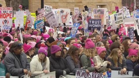 Miles de mujeres se reunieron en Washington el 21 de enero de 2017 en de...