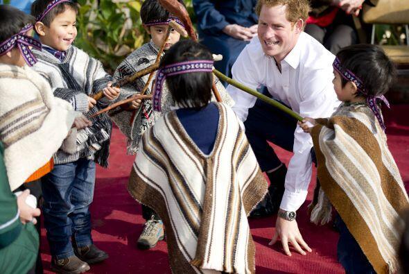 En su primer día en Chile, el príncipe tuvo un encuentro breve con la pr...