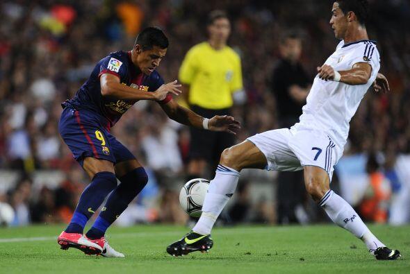 Había juego nuevo y el Barcelona se hacía una vez más con la posesión de...