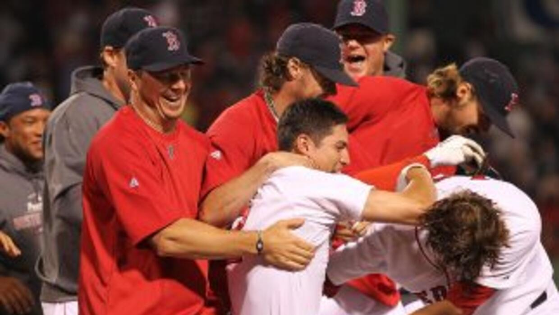 Jacoby Ellsbury remolcó la carrera de la ventaja para Boston en la 9na p...