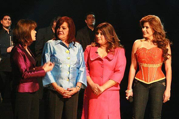 La jueza las felicitó por su logro.