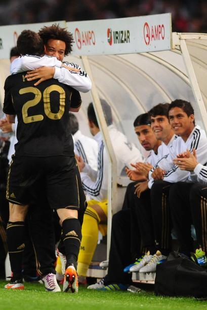 En la celebración se abrazó con Marcelo, quien no estuvo entre los titul...