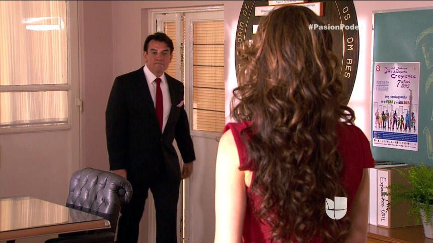 ¡Julia y Arturo ya no pueden ocultar su amor! 077D2D99545A4113853632F008...