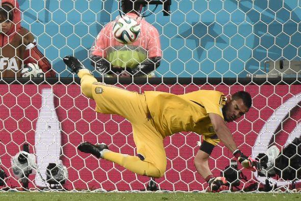 Romero quien tuvo una destacada actuación ante Holanda en la tanda de pe...
