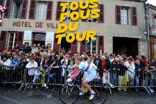 Francia se transforma para este Tour y el ambiente que se vive es inmejo...