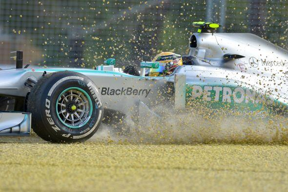 Lewis Hamilton tuvo un paseo no programado por la grava.