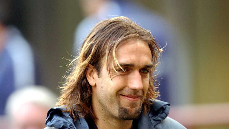 El ex jugador argentino desmintió que le vayan a cortar las piernas.