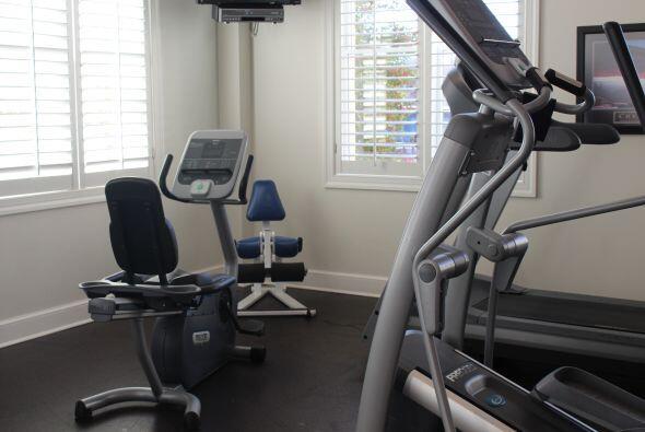 La Casa Target cuenta con un magnifico salón de ejercicios con los apara...