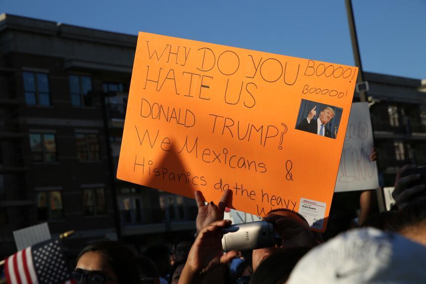 Hispanos, americanos y afroamericanos unidos contra Donald Trump