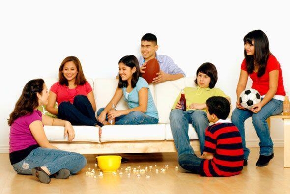 Anime a su hijo a que haga amistades con otros niños.