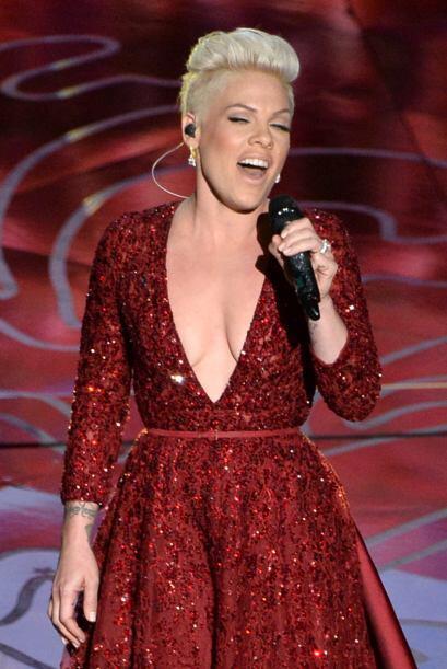 En 2012 la cantante de pop-punk no aguantó más el estómago y fue llevada...