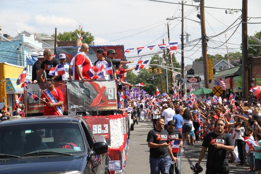 Celebra La X en el Desfile Dominicano en NJ IMG_1960.JPG