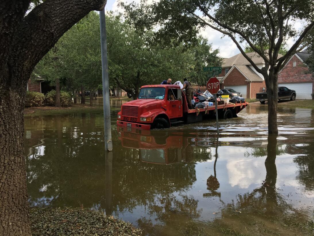 Detrás de los escombros: Inicia la reconstrucción en el área de Houston...
