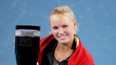 Caroline Wozniacki posa luego de derrotar a Petra Kvitov.