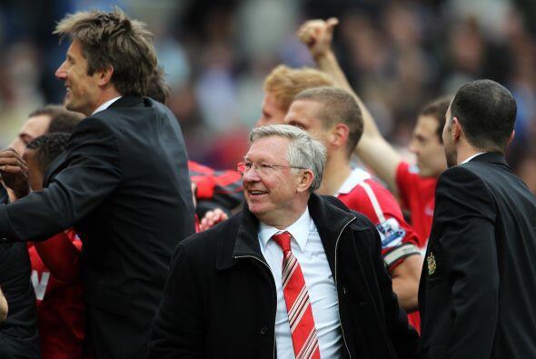 Ferguson y todo el cuerpo técnico se unieron a los festejos con l...