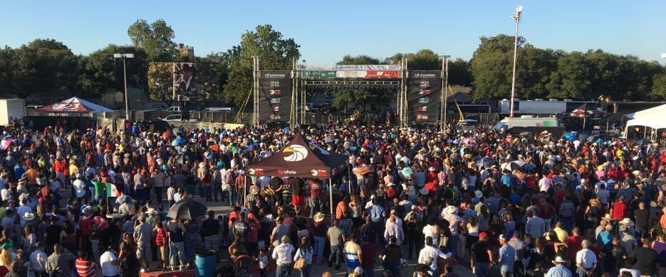 Miles de personas disfrutaron de este gran evento familiar lleno de músi...