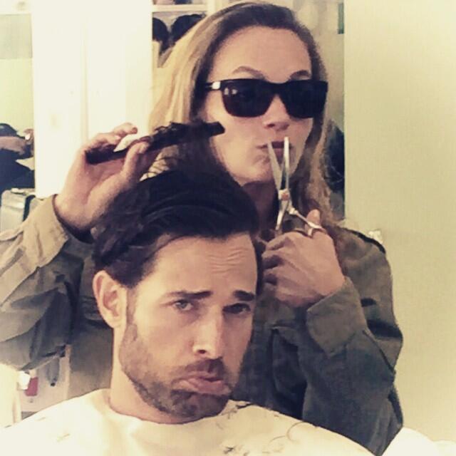 Sebastián también cambió recientemente de imagen, con un corte de cabell...