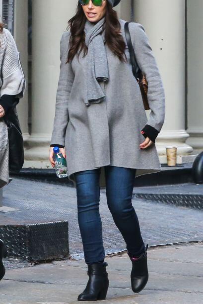 """Y ahora la vemos en un abrigo súper """"fashion""""."""