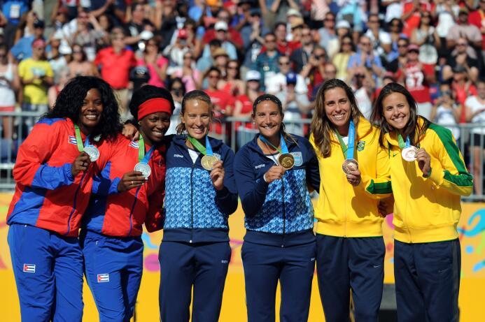 Ana Gallay y Georgina Klug hicieron historia al derrotar 2-1 a Cuba el m...