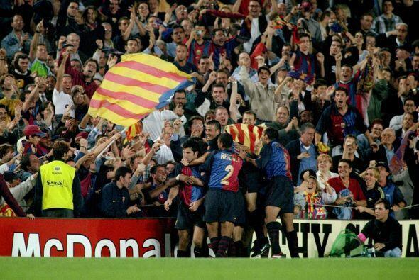 La otra cara de la moneda, el Camp Nou gritando gol junto a sus futbolis...