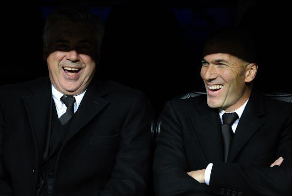 Ancelotti y Zidane no pudieron ocultar la risa ante el simpático gesto d...