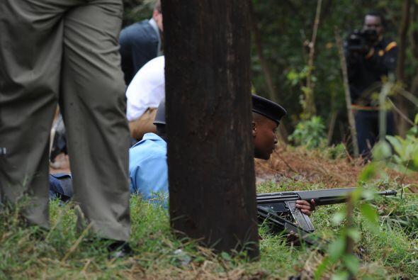 Kenyatta precisó que también habían perecido 61 civiles y seis soldados...
