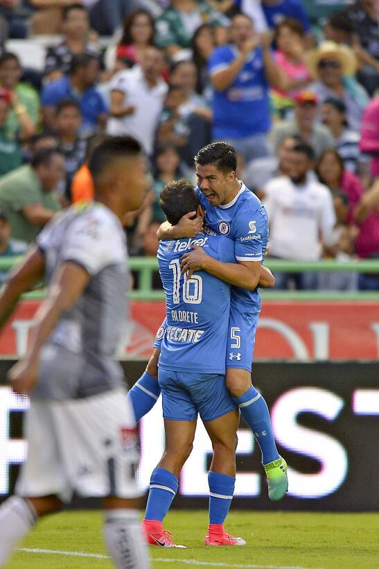 Cruz Azul cerró el torneo en León sin 'cruzazulearla' Francisco Silva ce...