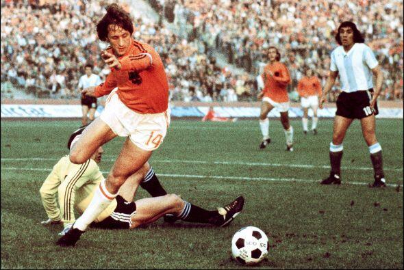 En segundo lugar tenemos al holandés Johan Cruyff, el táctico azulgrana...