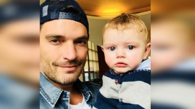 Julián Gil se tomó un selfie con su hijo pequeño, Matías Gregorio.