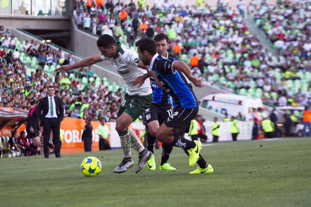 Santos gana a Querétaro y sueña con calificar Jorge Sanchez Santos y Jon...