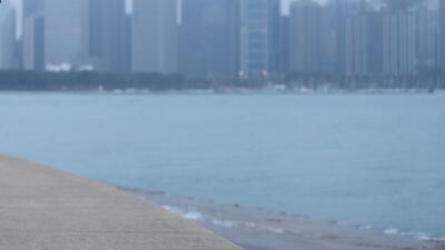 Una persona se encuentra desaparecida luego de caer al Lago Michigan