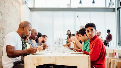 Así es el lugar donde el mejor chef del mundo cocina para los necesitados de Río