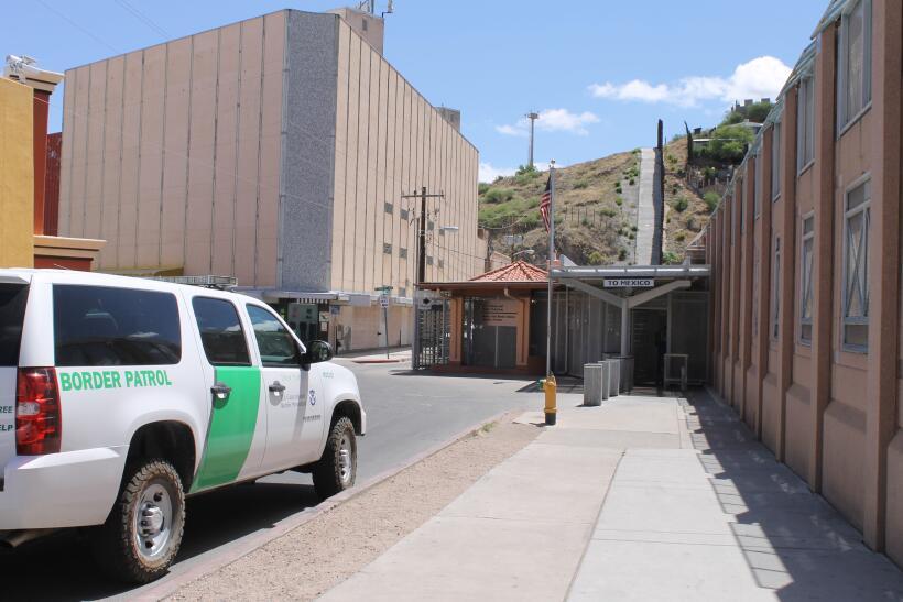 En fotos: Autoridades fronterizas no bajan la guardia a pesar de caída e...