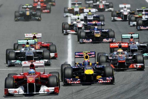 Alonso salió desde la segunda fina en el cuarto puesto, pero hizo una ma...