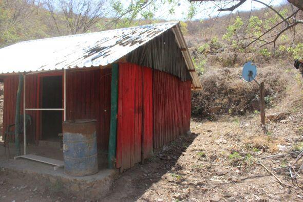 Una cueva conocida como La Cueva del Diablo y un rancho en la Sierra de...