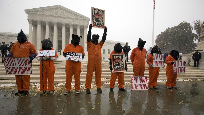 Kerry: No hay ningún plan de devolver Guantánamo a Cuba GettyImages-1128...