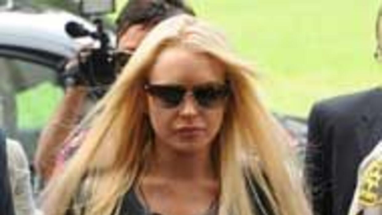 Lindsay Lohan salio de la carcel 4b81074a8bd5443cb79bb85a47b58276.jpg