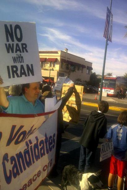 """""""Dreamers"""" protestan en Arizona en contra de los precandidatos republica..."""