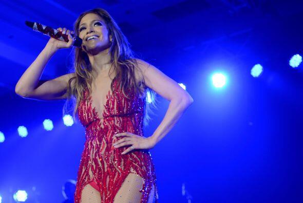 Jennifer Lopez además de realizar una dieta y hacer mucho ejercicio se l...